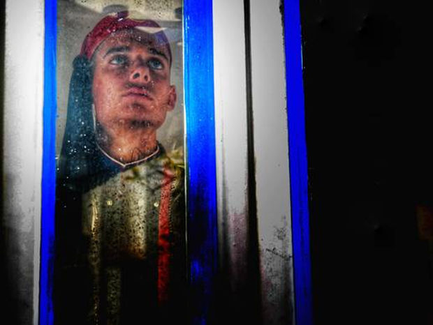 Καιρός: Η συγκινητική φωτογραφία του Εύζωνα στο χιονισμένο Σύνταγμα