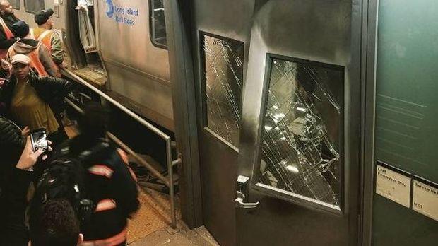 Εκτροχιασμός τρένου στη Νέα Υόρκη (pics&vid)