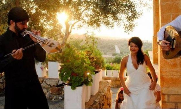 Αυτές είναι οι 10 καλύτερες μαντινάδες με ευχές για έναν γάμο