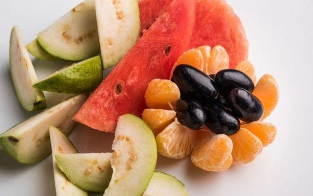 Το καλοκαιρινό φρούτο που αδυνατίζει και βελτιώνει τις ερωτικές επιδόσεις!