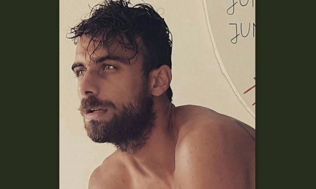 Ο τρελός Κύπριος διαφημίζει σελίδα γνωριμιών προκειμένου να βγεις ραντεβού μαζί του