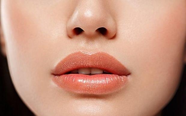 Επιστημονική μελέτη συνδέει τα γυναικεία χείλη με τον... οργασμό!