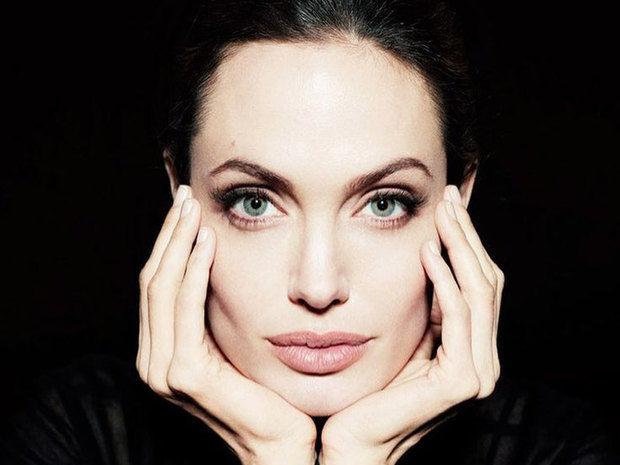 Μία 19χρονη έκανε 50 πλαστικές επεμβάσεις για να μοιάσει στην Angelina Jolie & όμως δεν τα κατάφερε