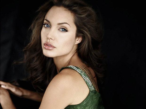 Ποιος Brad Pitt; Η νέα εμφάνιση της Angelina Jolie μας έκανε να τρίβουμε τα μάτια μας