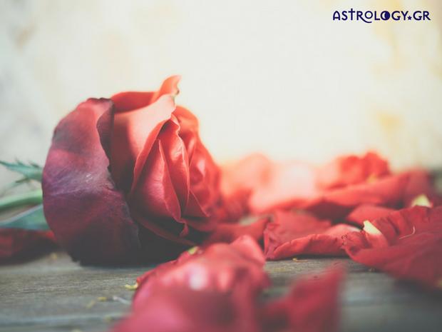 Ζώδια Σήμερα 25/2: Το ερωτικό πάθος κρατάει λιγότερο από την αγάπη, εμπνέει όμως περισσότερο