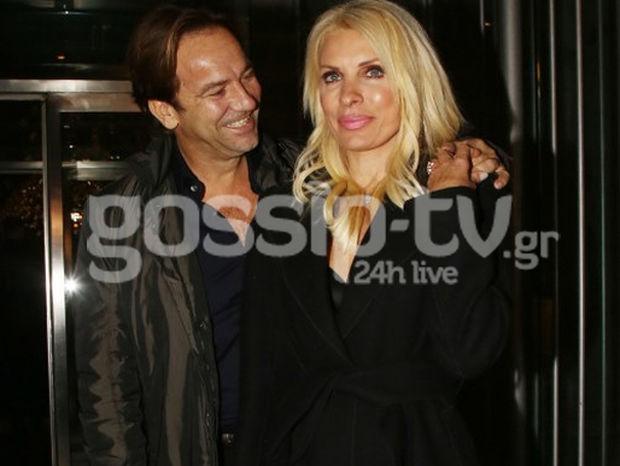 Μενεγάκη-Παντζόπουλος: Η έξοδός τους και η τρυφερή αγκαλιά μπροστά στους φωτογράφους