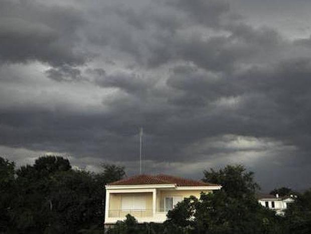 Καιρός: Τρίτη και 13 με συννεφιά και βροχές - Πού θα σημειωθούν καταιγίδες