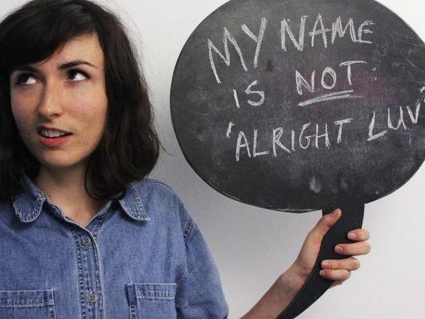 Το κοινωνικό πείραμα που σαρώνει: Πώς αισθάνεται μια γυναίκα όταν την παρενοχλούν στον δρόμο;