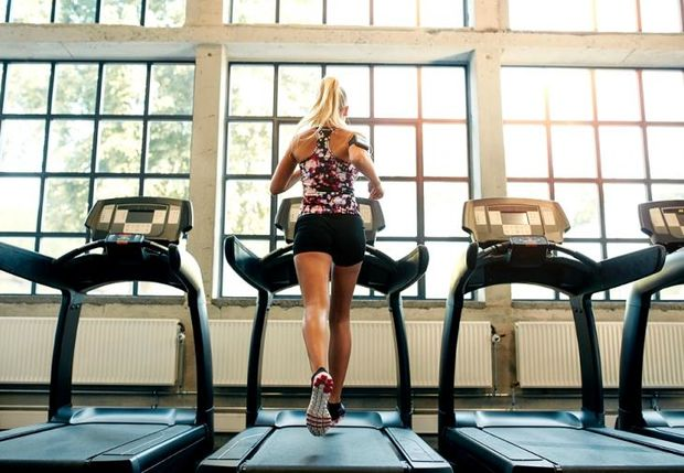 To μυστικό για να κάψεις στο διάδρομο γυμναστικής 10 θερμίδες το λεπτό
