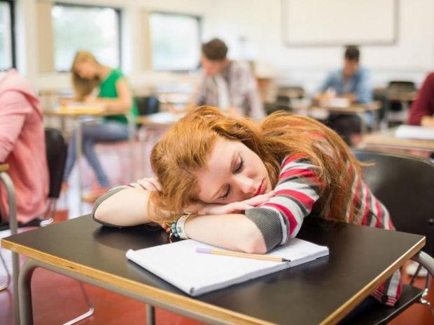 Επαναστάτης με αιτία... ο καθηγητής που επέτρεψε στην μαθήτρια του να κοιμηθεί εν ώρα μαθήματος