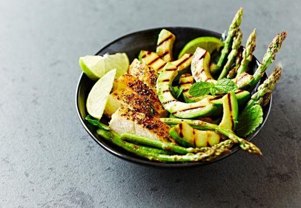 Η πιο νόστιμη αποτοξινωτική σαλάτα των 2 εκατομμυρίων προβολών: Έτσι θα την φτιάξεις
