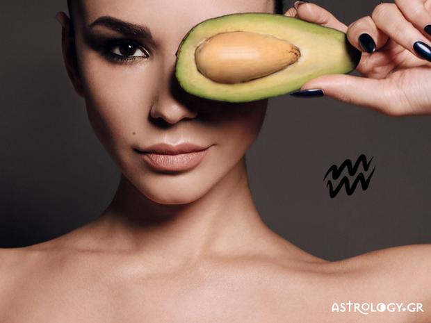 Ο έρωτας περνάει από το στομάχι: Οι αφροδισιακές τροφές του Υδροχόου
