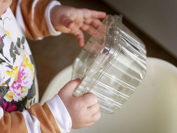 Οι παιδίατροι προειδοποιούν: Χημικές ουσίες σε τρόφιμα και δοχεία φαγητού επικίνδυνες για τα παιδιά