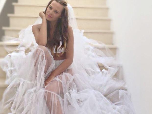 Με ποιον μοιράστηκε το κρεβάτι της η Υβόννη Μπόσνιακ; Κι όχι, δεν είναι ο Αντώνης Ρέμος