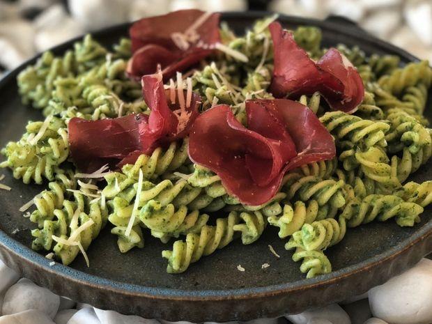 Φουσίλι (fussili) με μπρεζάολα και σάλτσα από σπανάκι