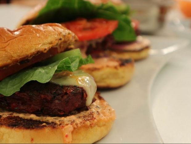 Burger λαχανικών και πίκλα καρότο