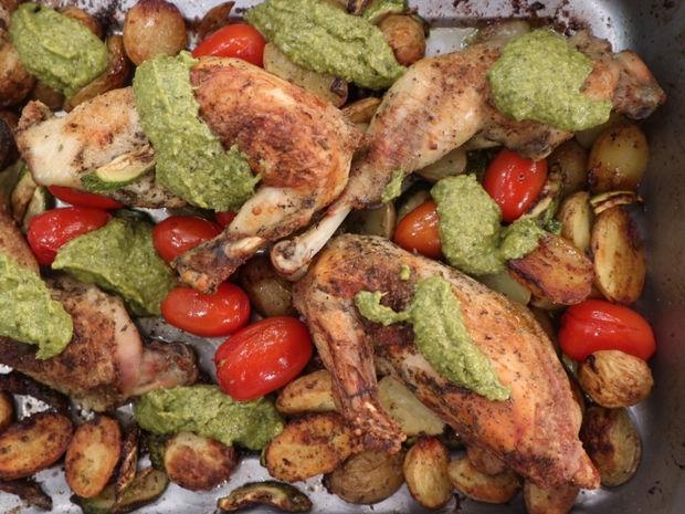 Kοτόπουλο στο φούρνο με λαχανικά και πέστο βασιλικού