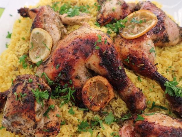 Κοτόπουλο λεμονάτο στο φούρνο με αρωματικό πιλάφι