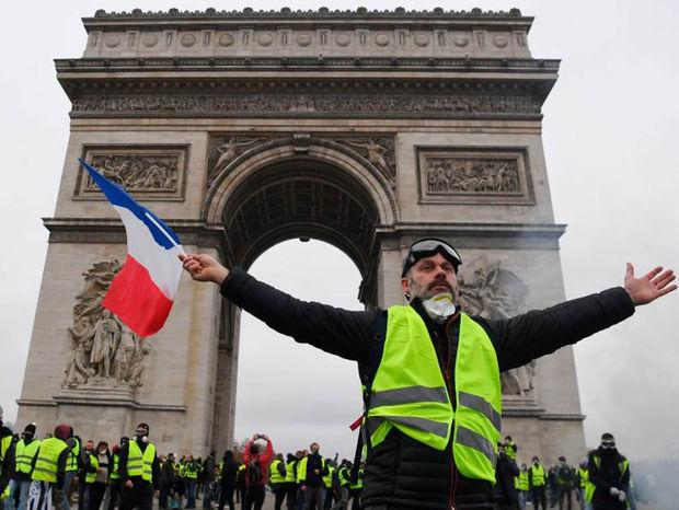 Γαλλία: Ο Πλούτωνας πίσω από τα «κίτρινα γιλέκα»