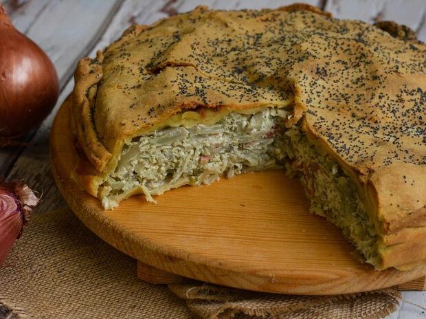 Κρεμμυδόπιτα με τυρί και μπέικον