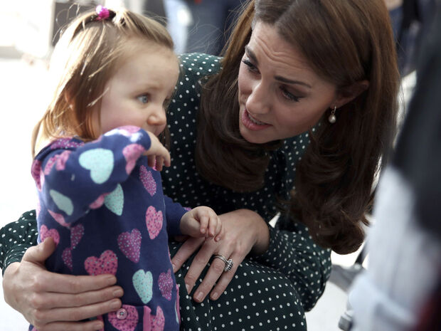 Κι έτσι ξαφνικά, οι ρυτίδες της Kate Middleton εξαφανίστηκαν