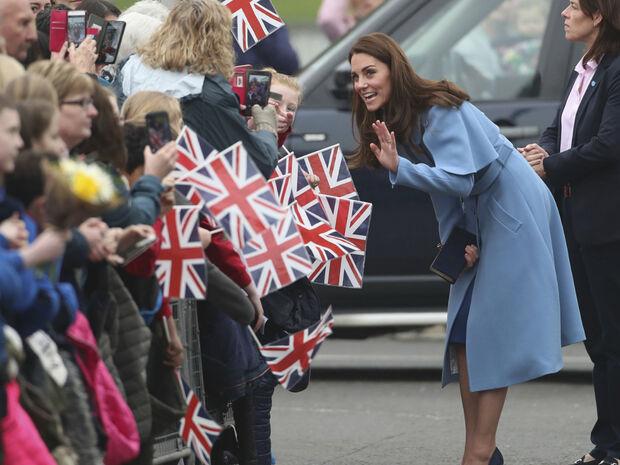 Η Kate Middleton απαντά στις φήμες για την τέταρτη εγκυμοσύνη της
