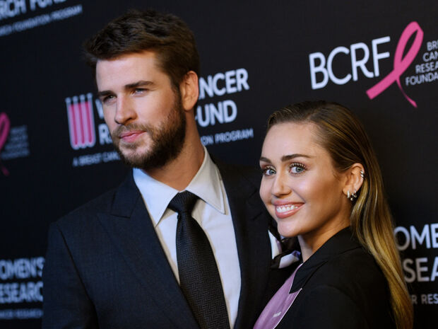 Miley Cyrus – Liam Hemsworth: Απαρηγόρητος ο ηθοποιός με τον αδερφό του στην παραλία