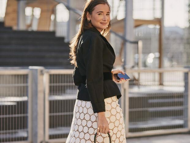 Αυτό το φθινόπωρο το κλασικό, μαύρο σακάκι σου μπορείς να το φορέσεις με 5 super cool τρόπους