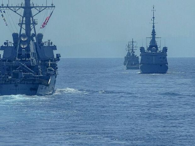 Μυρίζει μπαρούτι: Συγκέντρωση πολεμικών πλοίων Ελλάδας και Τουρκίας μεταξύ Ρόδου και Καστελλόριζου