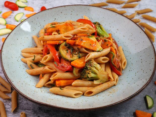 Πένες ολικής με λαχανικά και μυρωδικά
