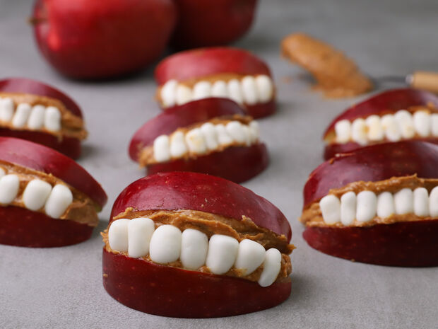 Στόματα από μήλα και φυστικοβούτυρο