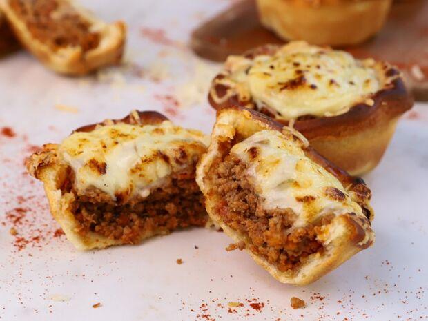 Συνταγή για γρήγορα κιμαδοπιτάκια από τον Γιώργο Τσούλη
