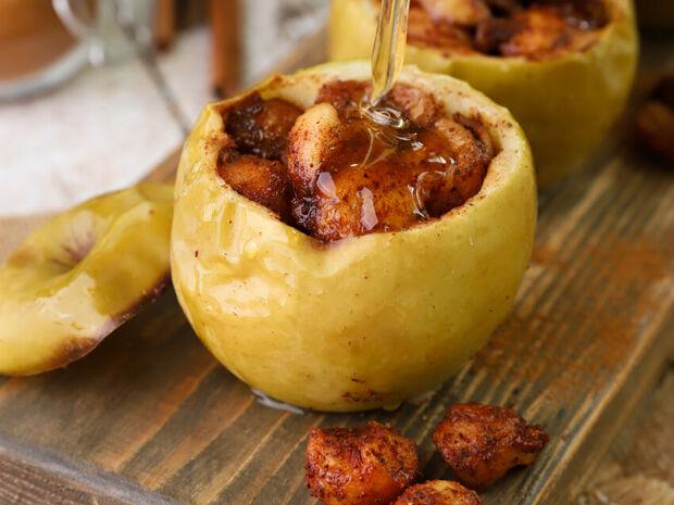 Συνταγή για ψητά γεμιστά μήλα από τον Γιώργο Τσούλη