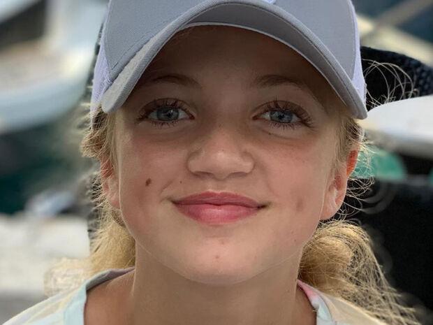 Αναγνωρίζετε το πανέμορφο κοριτσάκι της φωτογραφίας;  Είναι κόρη γνωστού τραγουδιστή (pics)