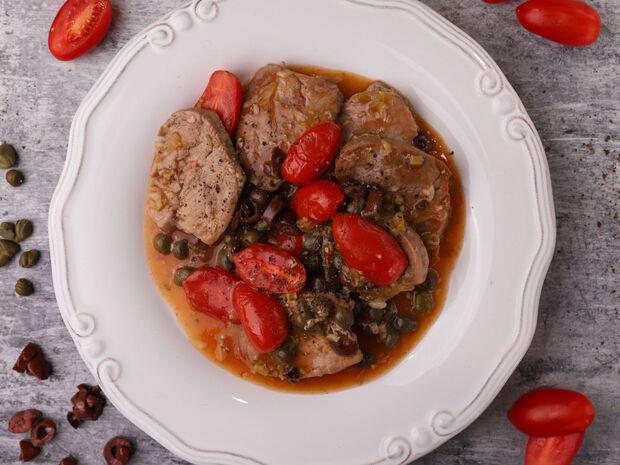 Συνταγή για χοιρινό με ελιές, κάπαρη και ντοματίνια από τον Γιώργο Τσούλη