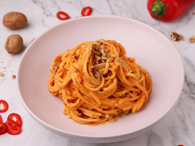 Συνταγή για λιγκουίνι με σάλτσα κόκκινης πιπεριάς από τον Γιώργο Τσούλη