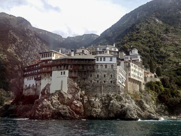 Τραγωδία στο Άγιο Όρος: «Βουτιά» θανάτου για 28χρονο - Κρατούσε αγκαλιά μια εικόνα της Παναγίας