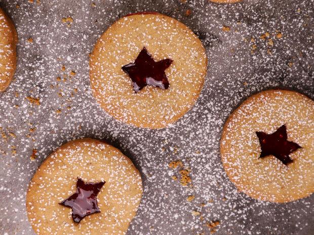 Μπισκότα με μαρμελάδα βατόμουρο