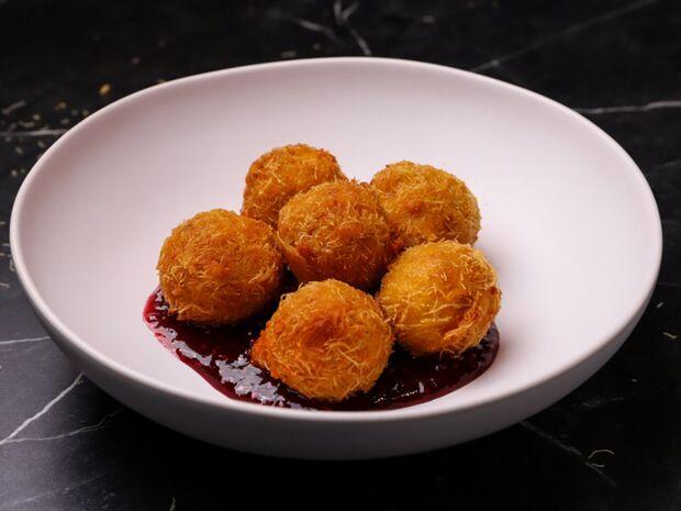 Συνταγή για τυροκροκέτες με κανταΐφι και μαρμελάδα ντομάτας από τον Γιώργο Τσούλη