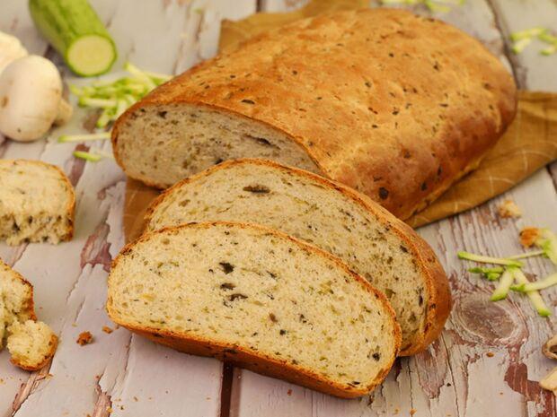 Συνταγή του Γιώργου Τσούλη για ψωμί με μανιτάρια και κολοκύθια