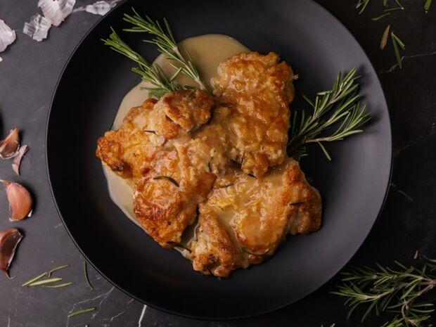 Συνταγή για μπούτι κοτόπουλου με δεντρολίβανο από τον Γιώργο Τσούλη