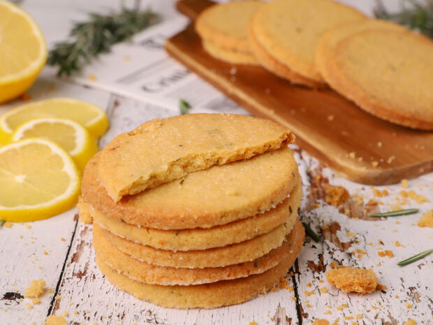 Μπισκότα με λεμόνι και δεντρολίβανο