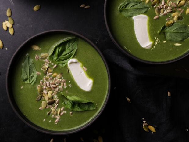 Σούπα με κολοκυθάκια, πράσο και σπανάκι