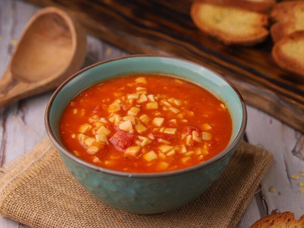 Ο Γιώργος Τσούλης προτείνει: Κόκκινη σούπα με χυλοπιτάκι