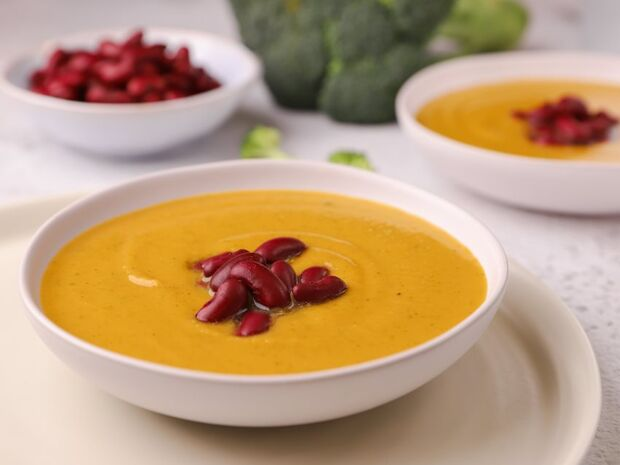 Συνταγή για σούπα με μπρόκολο και γλυκοπατάτα από τον Γιώργο Τσούλη