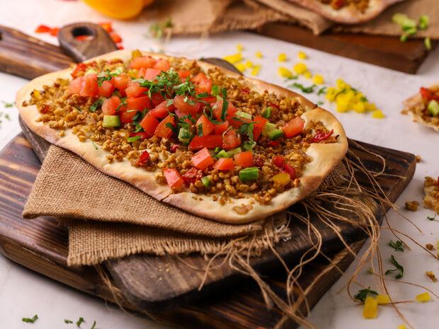 Συνταγή για λαχματζούν με κιμά σόγιας από τον Γιώργο Τσούλη