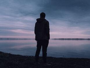 Ποιοι άντρες λατρεύουν τη μοναξιά σύμφωνα με το ζώδια;