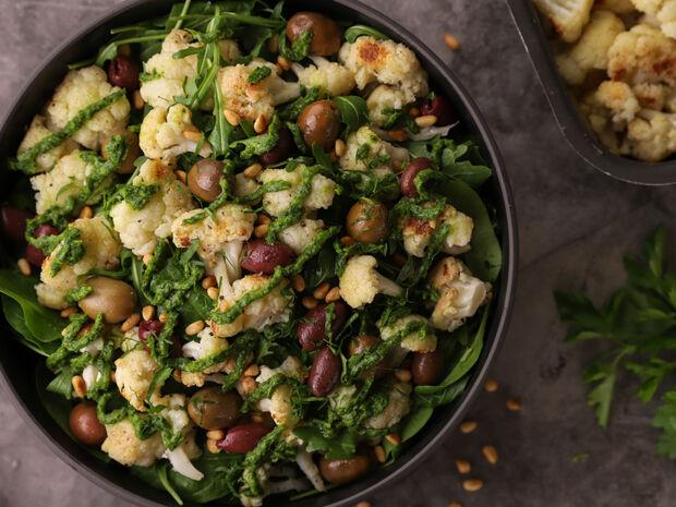 Συνταγή για σαλάτα με ψητό κουνουπίδι από τον Γιώργο Τσούλη