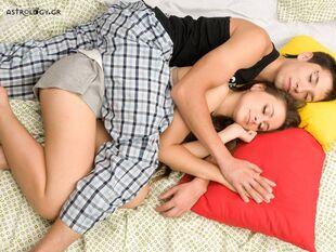 Η αγαπημένη στάση για «αγκαλιές», ανάλογα με το ζώδιό σου