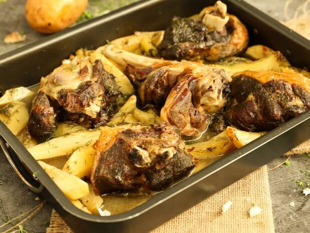 Αρνί με άνηθο και πατάτες στο φούρνο από τον Γιώργο Τσούλη